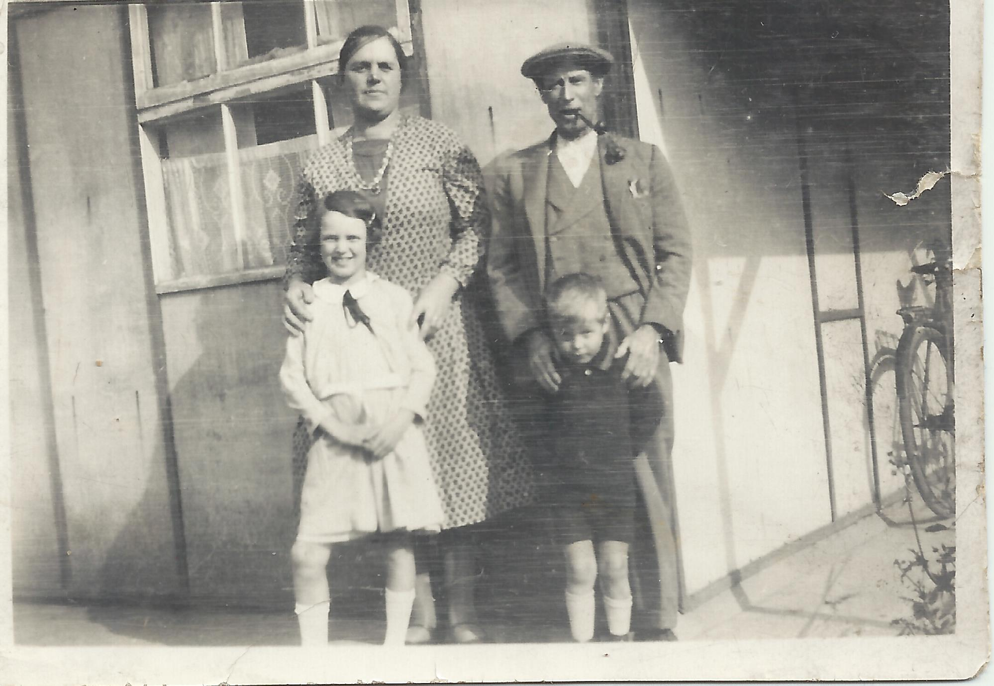 The dress exchange pocklington -  The Girl In A White Dress I Believe Was Evelyn Milner And The Young Boy Was Edwin Scaife We Knew Him As Duke Milner The Older Couple Were Harold And Eva